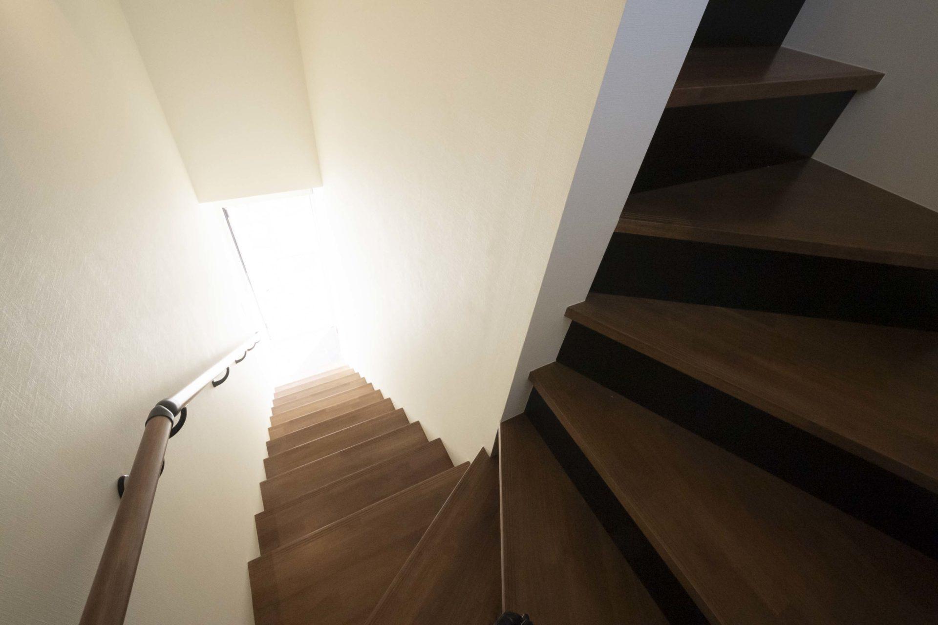 VOERE太子堂・1階から2階への階段