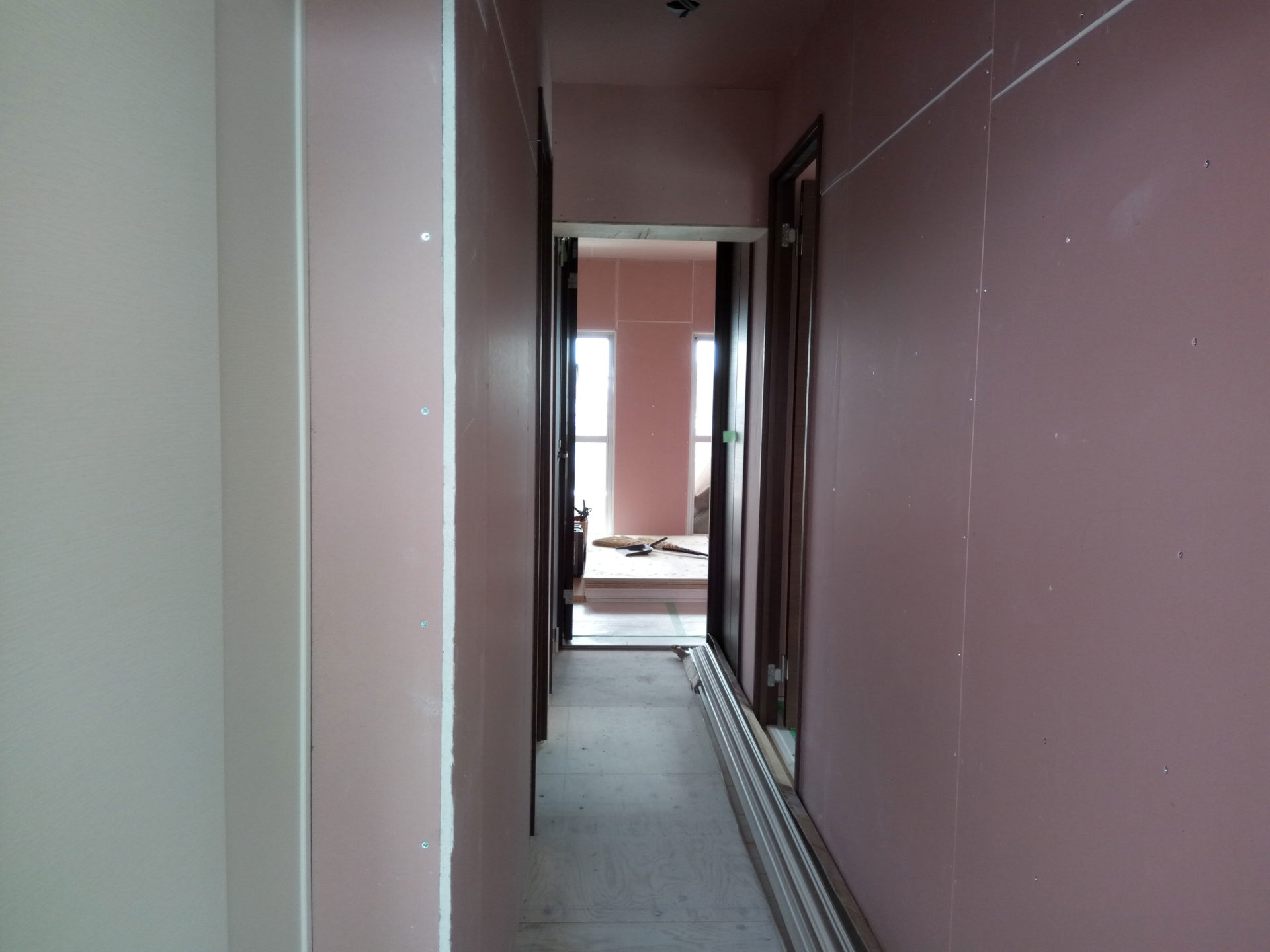 2017年06月12日こちらは、玄関から入ってすぐの廊下